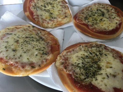mini pizza muzarela
